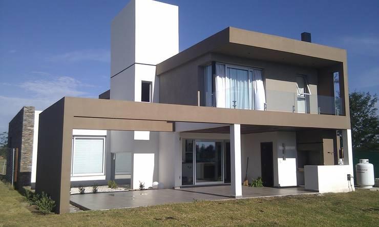 Vivienda La Morada. Villa Allende: Casas de estilo  por V+B Arquitectura