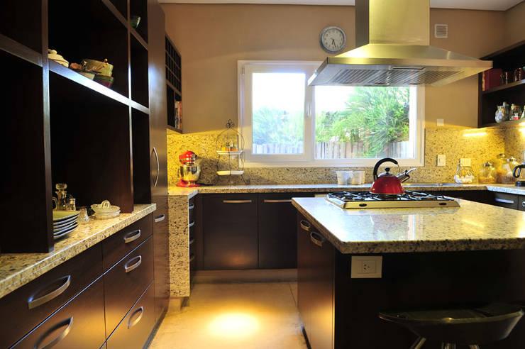 modern Kitchen by Estudio Moron Saad