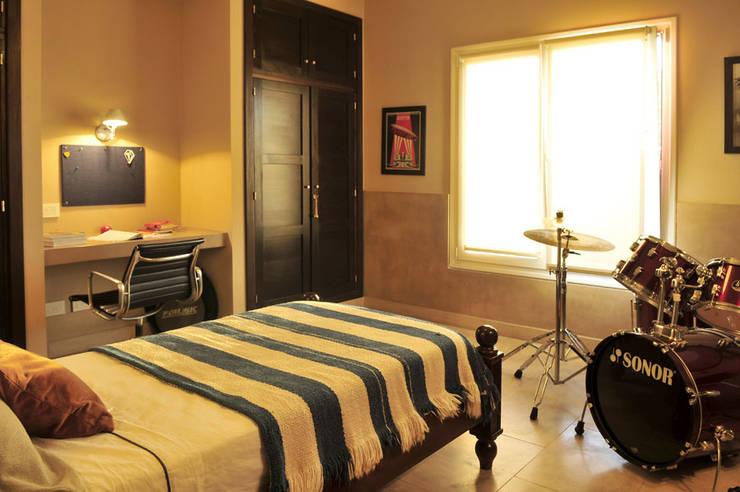Encuentro: Dormitorios de estilo  por Estudio Moron Saad