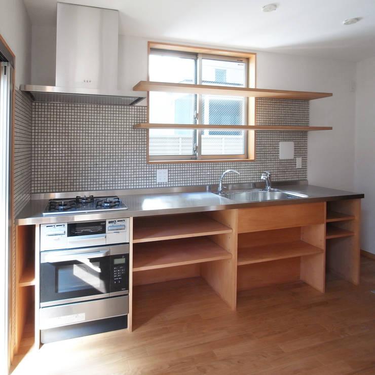 自然素材を生かした家: ユミラ建築設計室が手掛けたキッチンです。