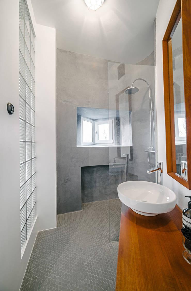 Ванные комнаты в . Автор – Baltic Design Shop, Скандинавский Бетон