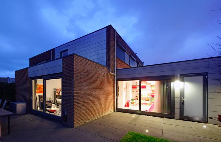 uitbreiding woonhuis:  Huizen door JMW architecten, Modern Glas