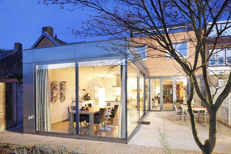 uitbreiding woonhuis:  Eetkamer door JMW architecten, Modern Glas