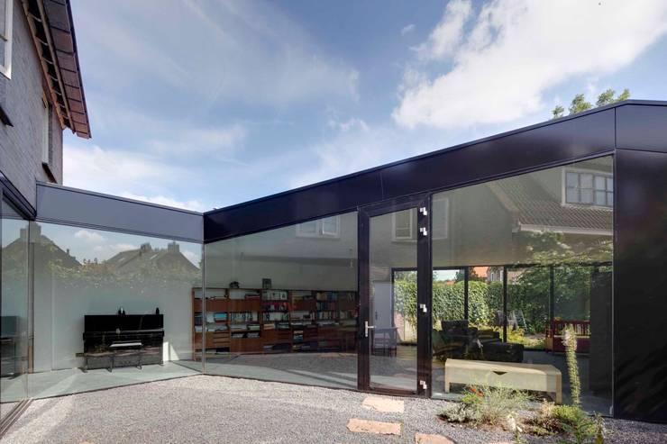 uitbreiding woonhuis: moderne Eetkamer door JMW architecten