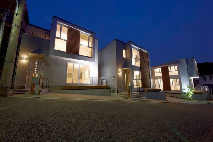 Moderne Häuser von STILL SOLID/スチルソリッド一級建築士事務所 Modern