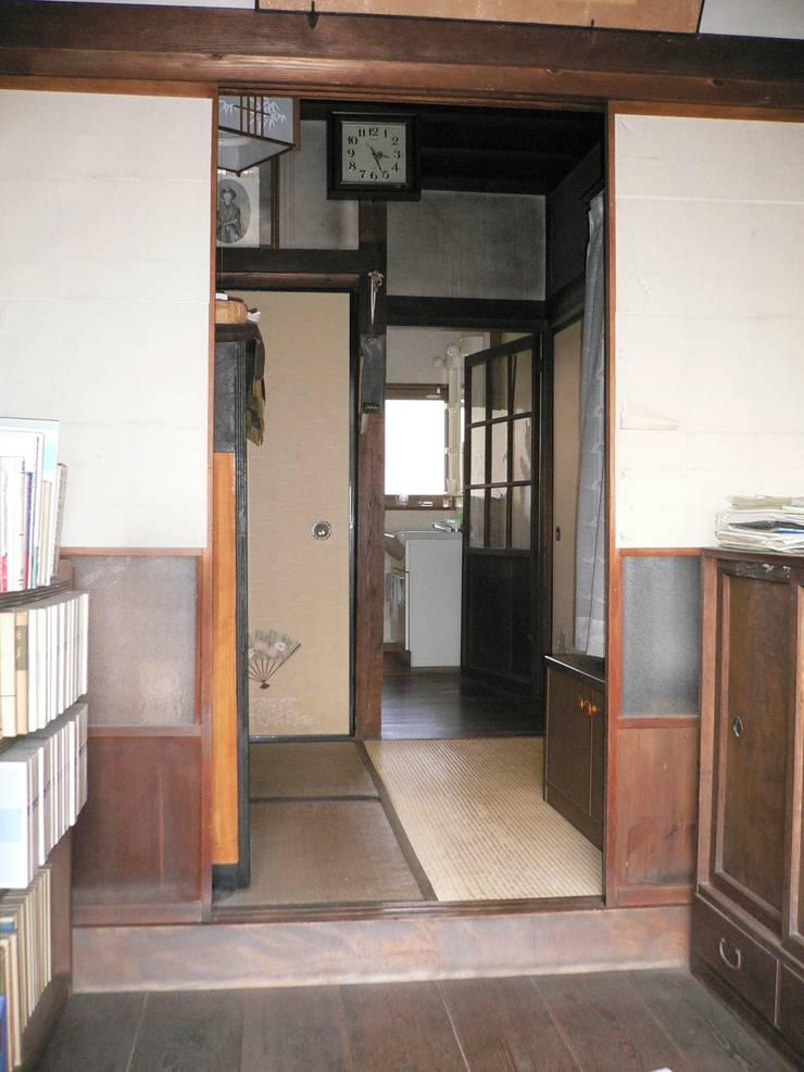 ビフォー(玄関): 宮田建築設計室が手掛けたです。,