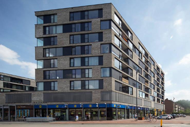 appartementen en commerciële voorzieningen:  Huizen door JMW architecten, Modern Steen