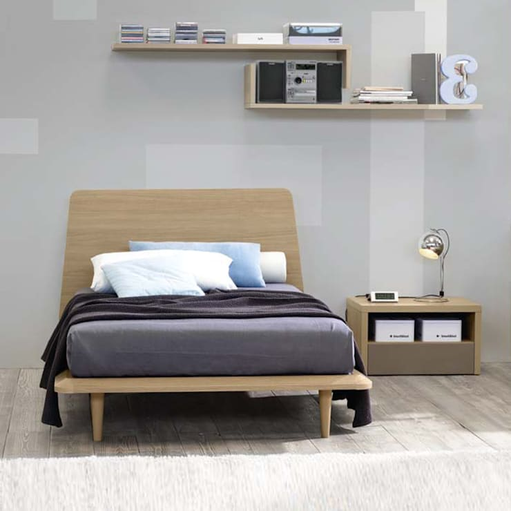 'Canova' wooden bed with headboard by Corazzin: modern Bedroom by My Italian Living