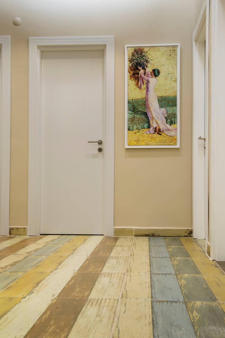Mozeta Mimarlık – Giriş Holü:  tarz Duvarlar, Eklektik