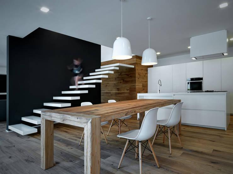 Esszimmer von EV+A Lab Atelier d'Architettura & Interior Design