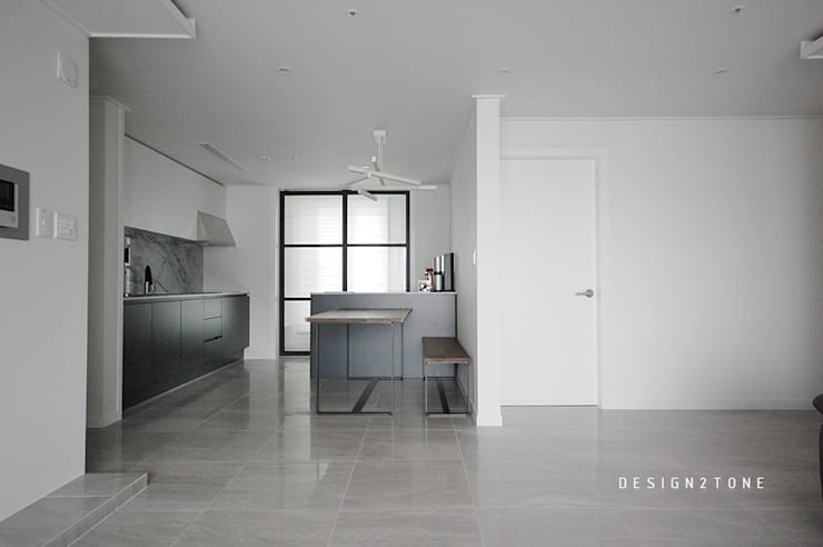 modern house : design2tone의  주방