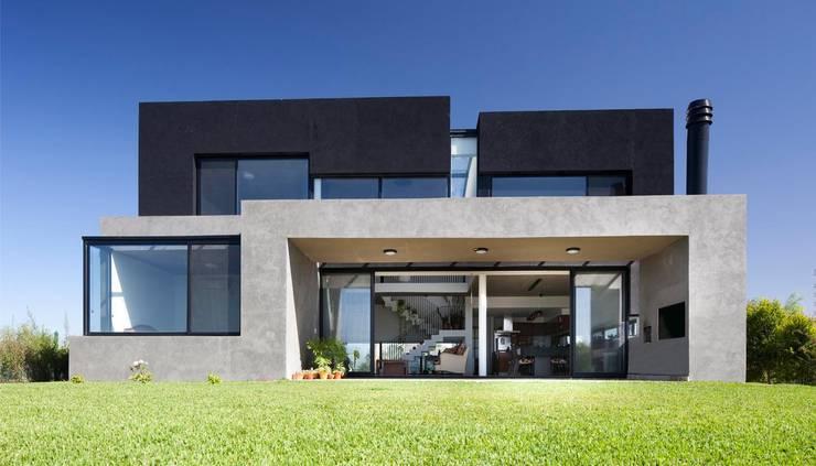 Casa JG: Casas de estilo moderno por Speziale Linares arquitectos