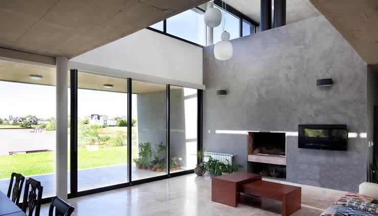 Casa JG: Livings de estilo moderno por Speziale Linares arquitectos
