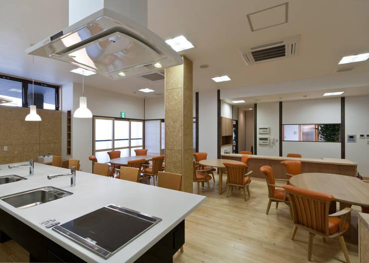 食堂: 宮田建築設計室が手掛けた医療機関です。,