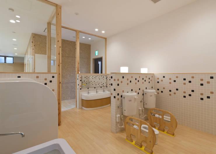 事業所内託児所 トイレ: 宮田建築設計室が手掛けた医療機関です。,