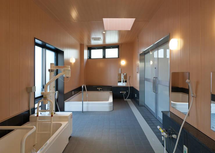 浴室: 宮田建築設計室が手掛けた医療機関です。,