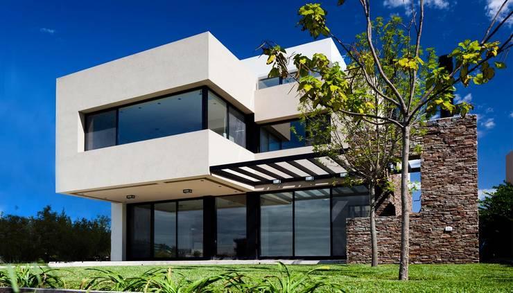 Casas de estilo  por Speziale Linares arquitectos