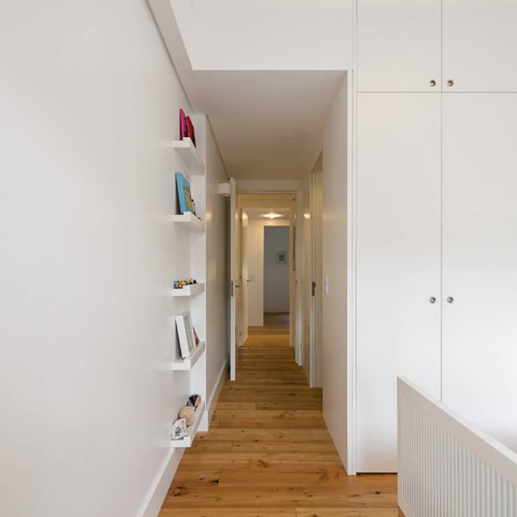 moderne Kinderkamer door OW ARQUITECTOS lda | simplicity works