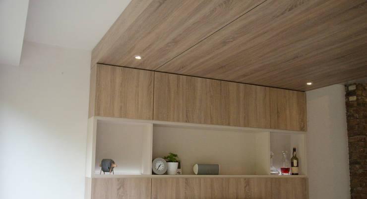 Salas / recibidores de estilo  por Ontwerpbureau Op den Kamp, Moderno Madera Acabado en madera