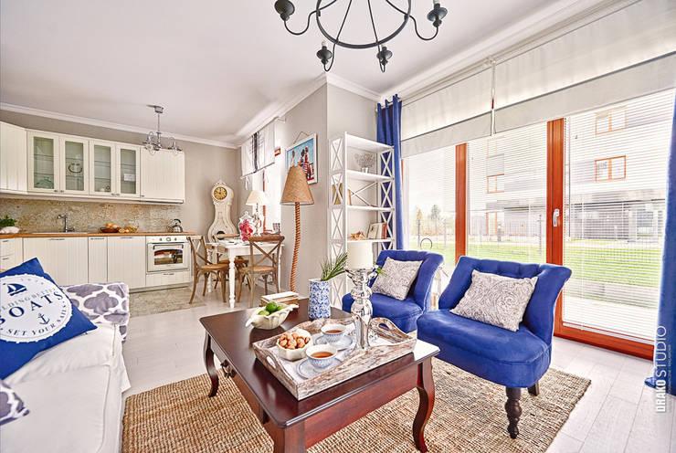Apartament Błonia Hamptons: styl , w kategorii Salon zaprojektowany przez DreamHouse.info.pl