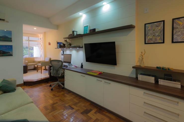 Apartamento Copacabana: Salas de estar  por Seu Espaço - Arquitetura,