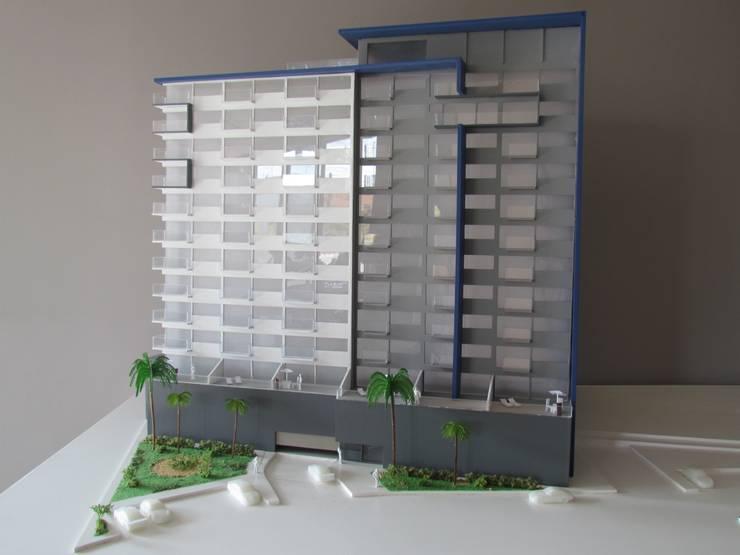 Fachada principal:  de estilo  por Constructora e Inmobiliaria Catarsis