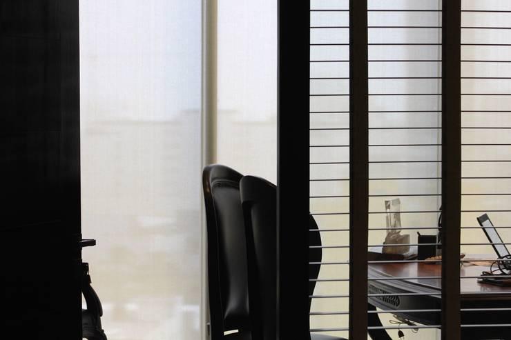 Elegancia: Estudios y oficinas de estilo  por LC Arquitectura
