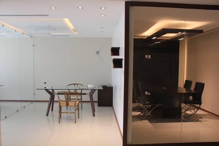 Estudios y oficinas de estilo  por LC Arquitectura