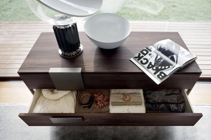 Novamobili Kommode Dotty mit großen Schubladen: moderne Schlafzimmer von Livarea