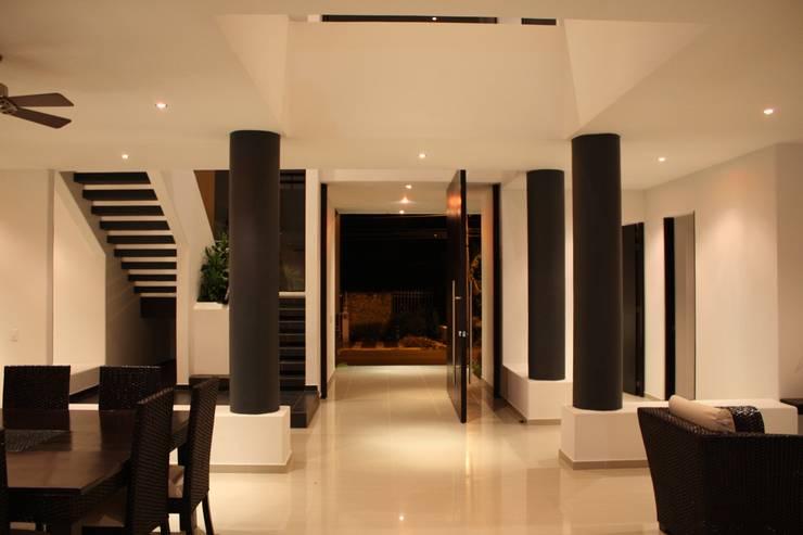 Projekty, nowoczesne Domy zaprojektowane przez Camilo Pulido Arquitectos