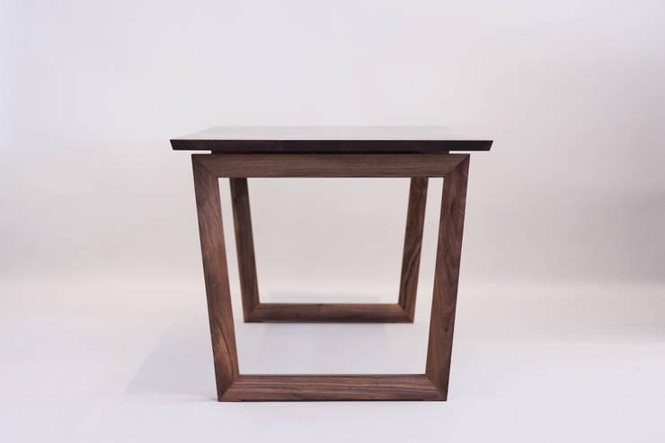 Handwerker  HD-OB1 dining table: HANDWERKER의  다이닝 룸