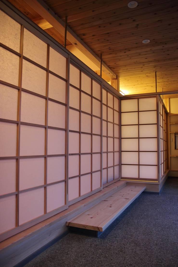Corridor & hallway by 尾脇央道(重川材木店), Asian
