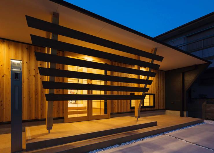 岡崎宇頭の家: 株式会社タバタ設計が手掛けた窓です。