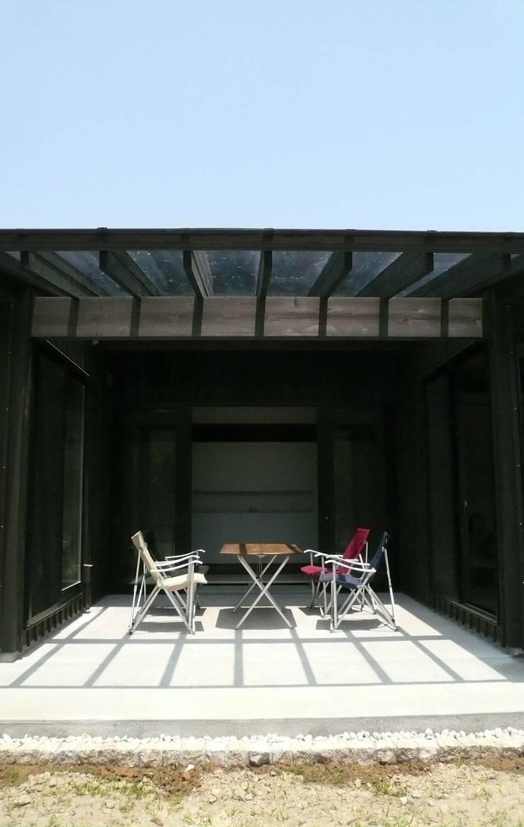 「Fさんち」: 尾脇央道(重川材木店)が手掛けたテラス・ベランダです。,