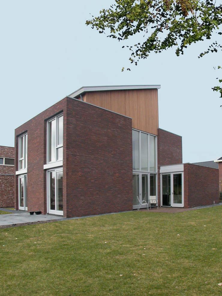Woonhuis Terwijde Leidsche Rijn Utrecht:  Huizen door Dick van Aken Architectuur, Modern