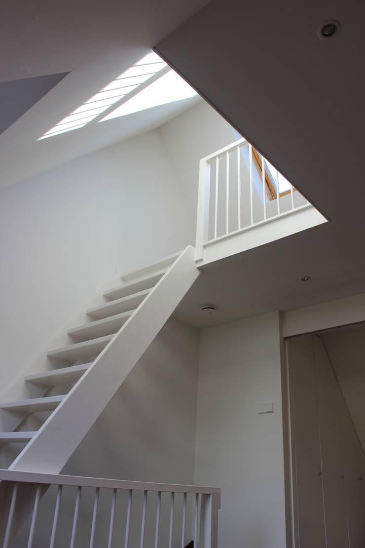 Bedroom by Dick van Aken Architectuur, Modern