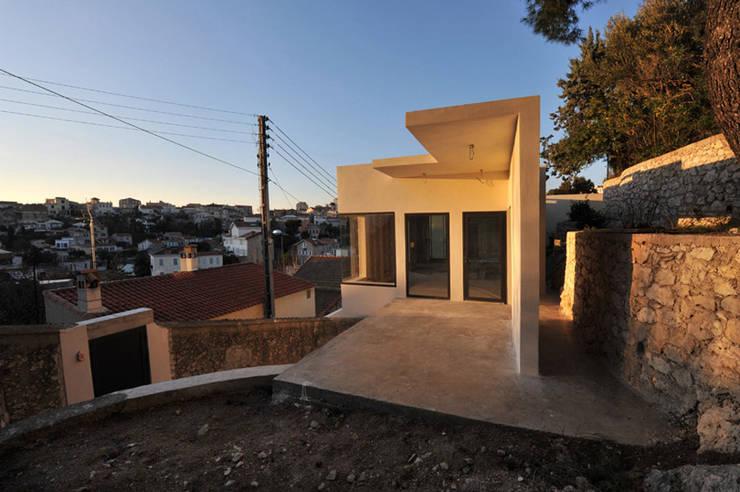 Villa G: Terrasse de style  par FJA