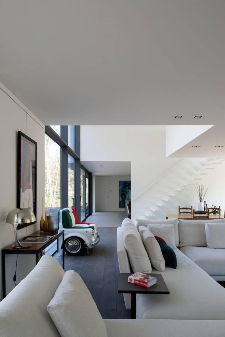 Project De Plankerij voor Summum - Interiors (http://www.summum-interiors.com):  Woonkamer door De Plankerij BVBA, Modern