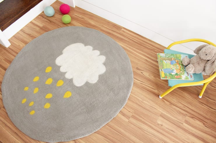 Yellow Cloud Rug & Multi Cloud Rug: bunt의  벽 & 바닥,