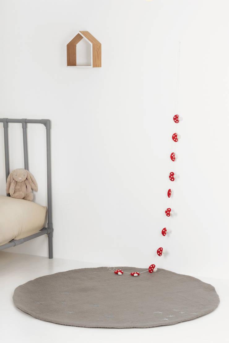 One-tone Rug: bunt의  벽 & 바닥