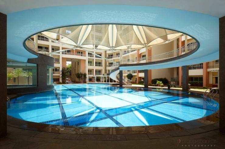Residential: modern Pool by Prabu Shankar Photography