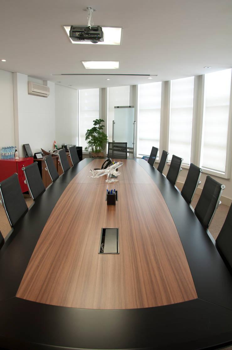 Sala Reunião: Edifícios comerciais  por PL ARQUITETURA,Moderno