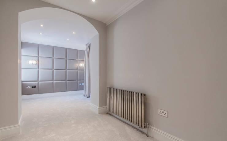 Dormitorios de estilo  por Mille Couleurs London