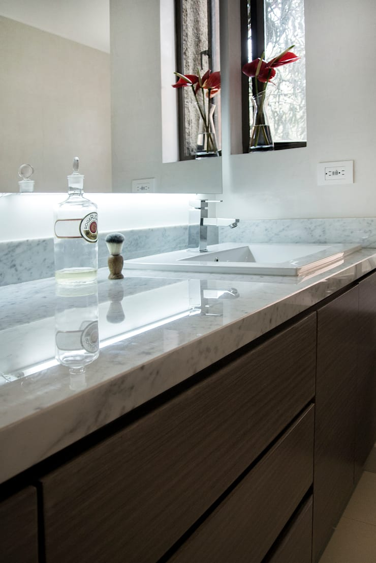 Bathroom by KDF Arquitectura, Modern Marble