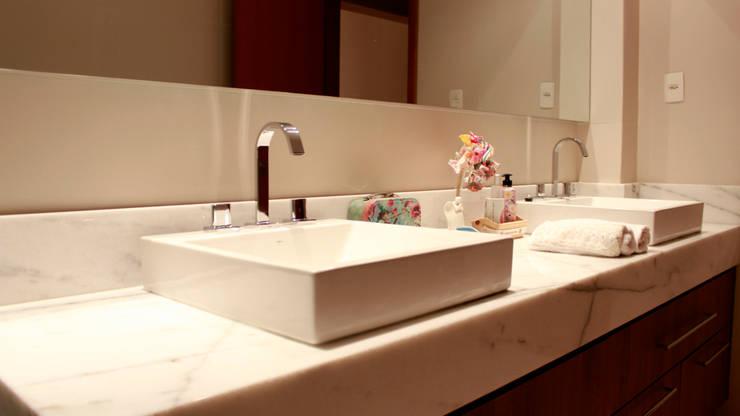 Residencial Paraíso: Banheiros  por Rentes Arquitetura e Interiores