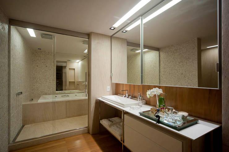 Apartamento Santo Agostinho: Banheiro  por NB Projetos