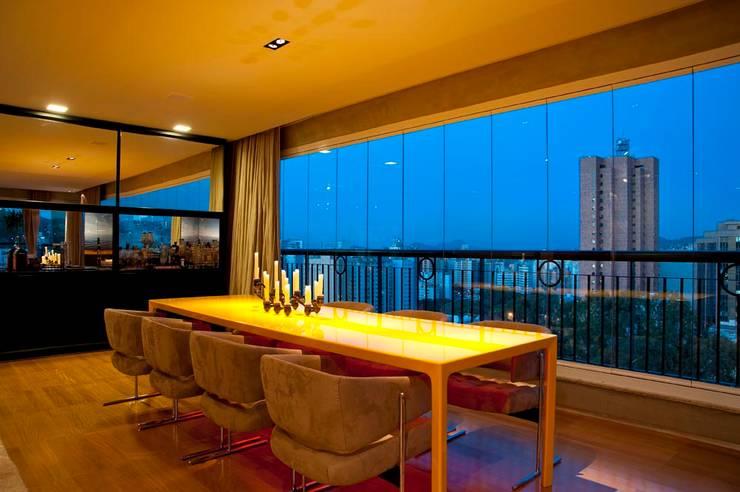 Apartamento Santo Agostinho: Sala de jantar  por NB Projetos