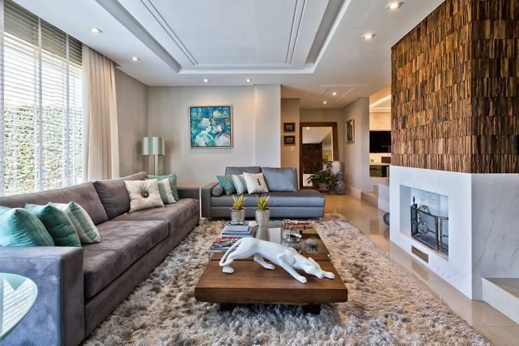 Reforma de personalidade: Salas de estar ecléticas por Olesko & Lorusso Arquitetura e Interiores
