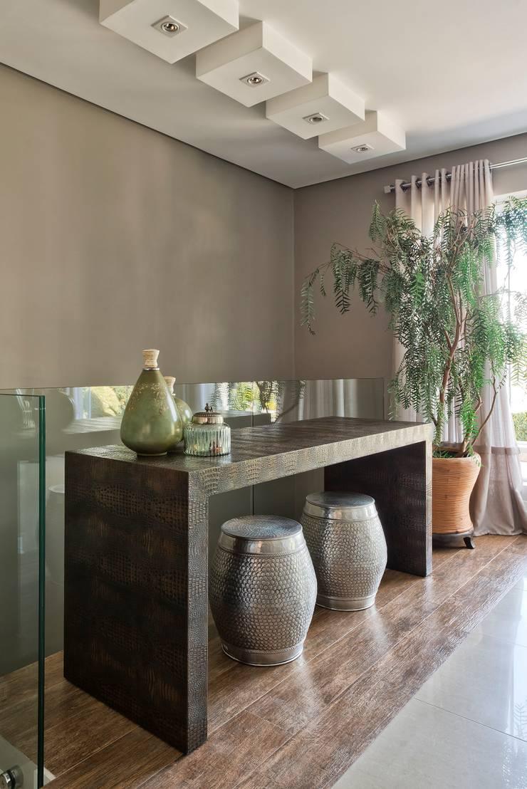 Reforma de personalidade: Salas de jantar ecléticas por Olesko & Lorusso Arquitetura e Interiores