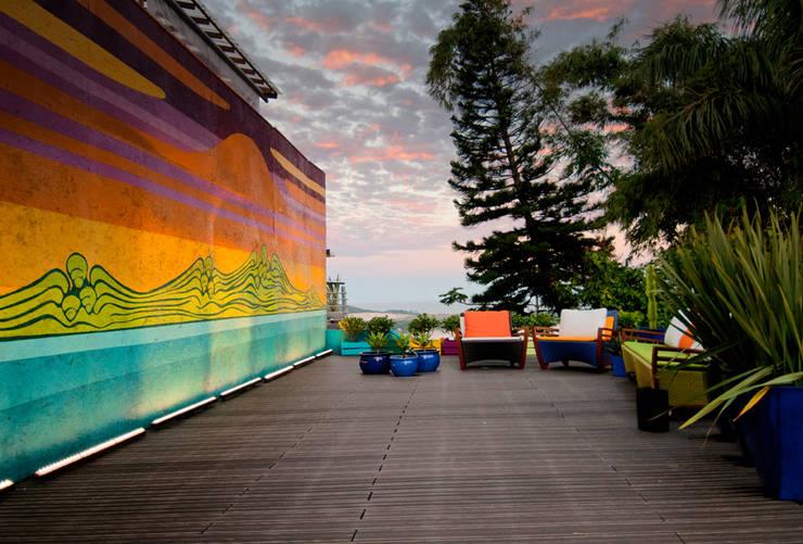 Casa Cor 2012 - Fachada e Boulevard: Locais de eventos  por Tatiana Junkes Arquitetura e Luminotécnica